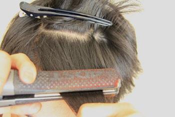 縮毛矯正と毎日のアイロンではどちらが傷む